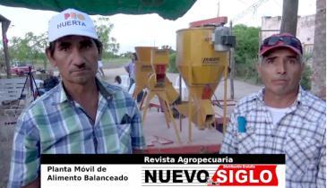 Minifundistas de Santa Sylvina muestran su fábrica móvil de alimentos balanceados.